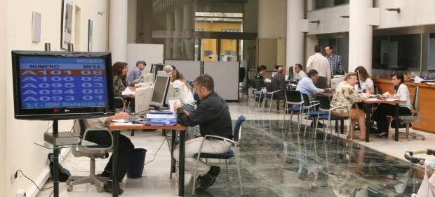 Hacienda devuelve millones de euros a 5 millones de contribuyentes - Oficina hacienda madrid ...