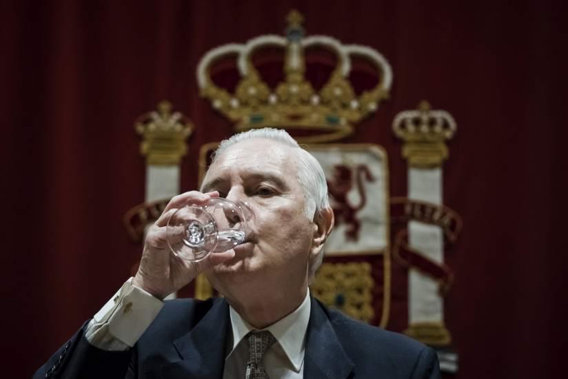 Carlos Dívar renuncia a la indemnización de 208.243 euros