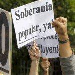 Pancartas reclamando la soberanía popular.