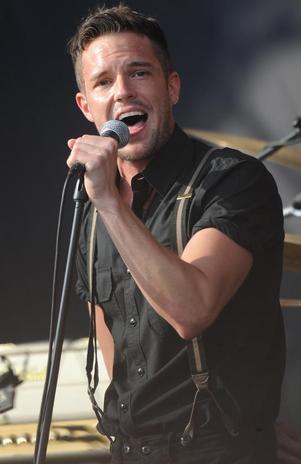 El cantante de The Killers tiene dientes postizos