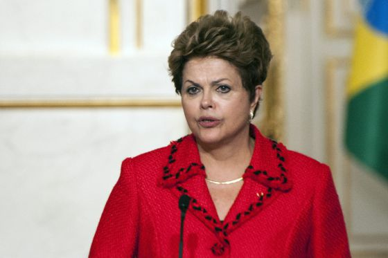 Dilma Rouseff anuncia que construirá 800 aeropuertos