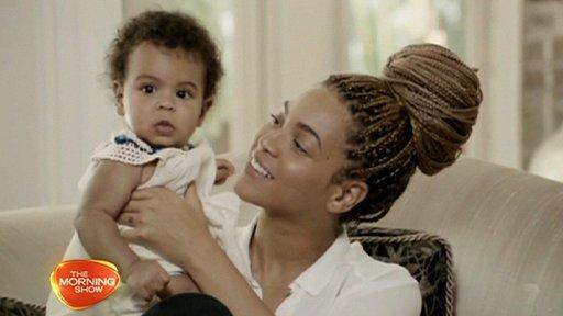 Beyoncé muestra a su hija - Fotos