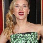 """Aunque Scarlett Johansson es una de las actrices más cotizadas del momento, sufrió un infierno durante su adolescencia. Por aquella época no estaba a gusto con sus labios, su 1'63 de altura y su voz. Sin embargo, estos """"defectos"""" son algunas de sus mayores virtudes para sus fans."""