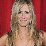 La novia de América, Jennifer Aniston, siempre lleva el pelo suelto y largo. ¿El motivo? Intentar ocultar su sobresaliente mandíbula ya que, según parece, es la parte del cuerpo que menos le gusta a la protagonista de 'Friends'.