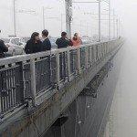 Insólito: Fotógrafo capta sin querer a una pareja que se arroja de un puente - Fotos