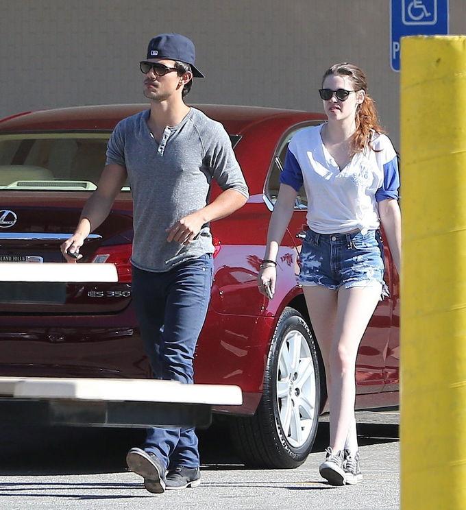 Kristen Stewart se refugia en la compañía de otro chico 'Crepúsculo' - Fotos