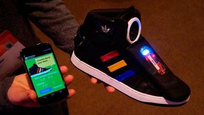 Conoce las zapatilla de Google que hablan a su propietario - Fotos