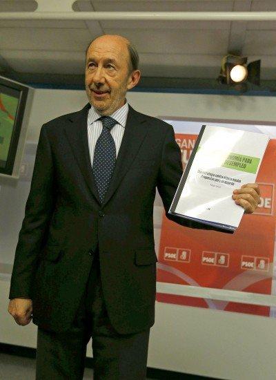 Rubalcaba propone a Rajoy fijar los gastos sanitario educativo y las pensiones