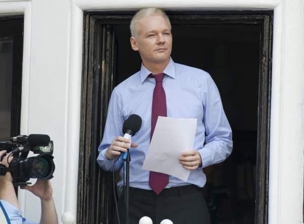 Assange asegura que 'Snowden va rumbo a Ecuador'