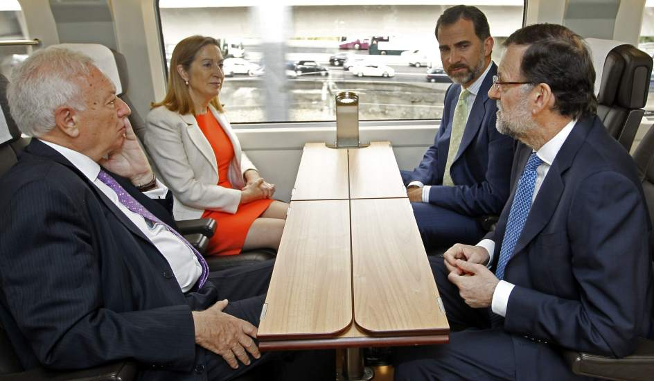 Gritos y petardos contra Rajoy y el príncipe en el AVE Madrid-Alicante