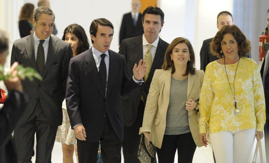 Aznar le pide a Rajoy un nuevo sistema fiscal y estabilizar las autonomías