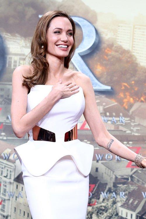 Conoce cómo será el vestido de novia de Angelina Jolie