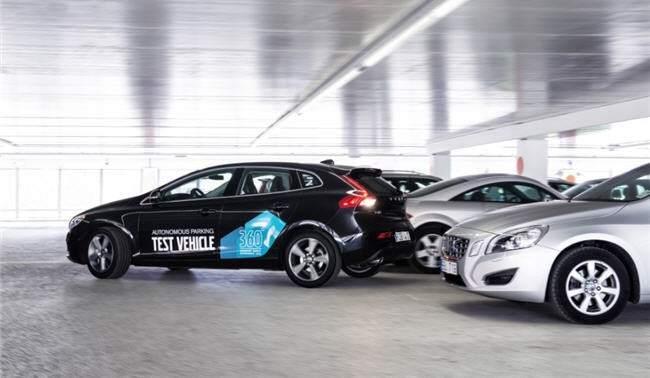 Volvo crea un sistema donde el coche aparca sin el conductor dentro