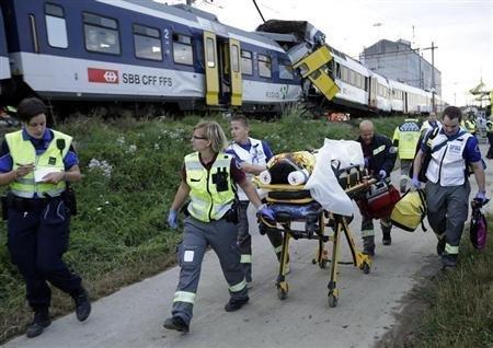 Chocan frontalmente dos trenes en Suiza