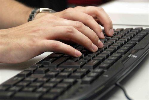 Nuevo dispositivo que combate la adicción a Facebook