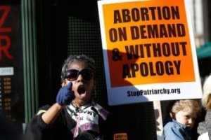California permite practicar abortos