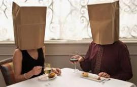 Insólito: Acuerda una cita a ciegas y su pareja resulta ser su suegro¡