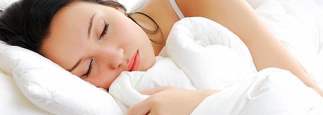 Exponerse a edredones y almohadas de plumas causa fibrosis pulmonar