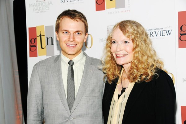 Mia Farrow: No es Woody Allen el padre de su hijo sino Frank Sinatra