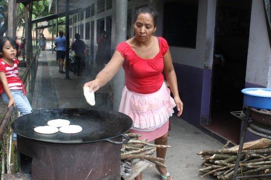 Insólito: Cocinar tortillas causa muerte prematura¡
