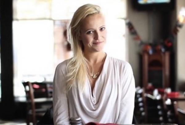 Insólito: Se inscribe en sitios de citas para ir a comer gratis