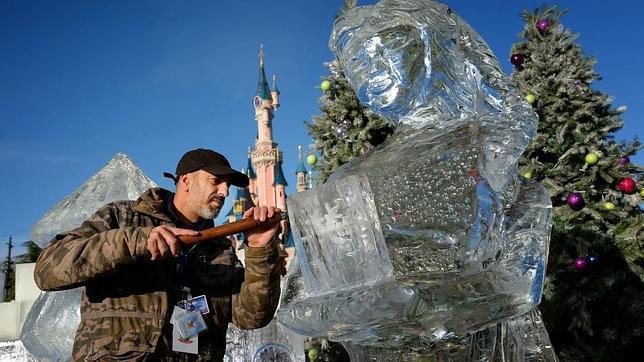 Curiosidades: Un español hace su arte en Disneyland París¡