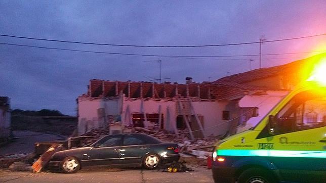 Explosión de gas butano en vivienda hace derrumbar casa con dueño adentro¡