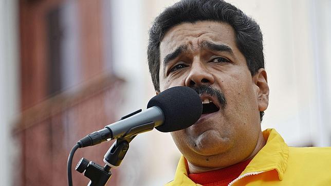 Insólito: Maduro obligará por decreto a bajar los precios de los coches¡