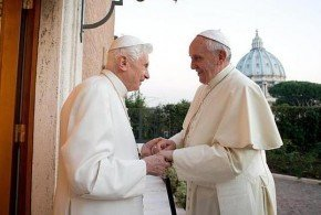 Benedicto XVI almuerza con el Papa Francisco