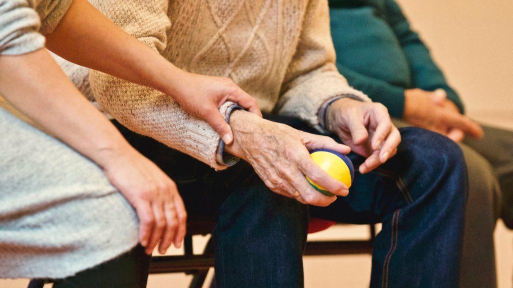 Aprender un idioma extranjero puede retrasar el Alzheimer y mejorar la memoria