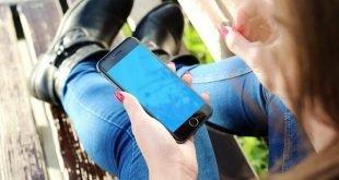 La pantalla del móvil, una de las formas más usadas para entretenimiento